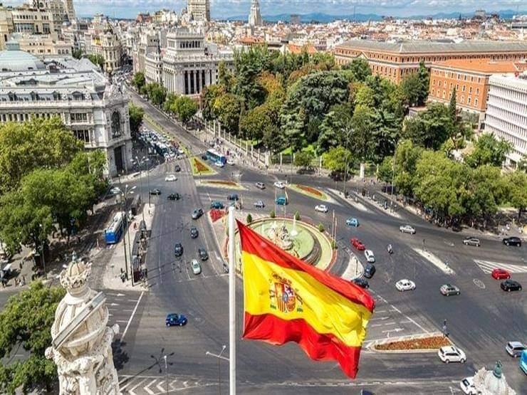 الاحتفالات تعم شوارع اسبانيا بعد انتهاء حالة الطوارئ